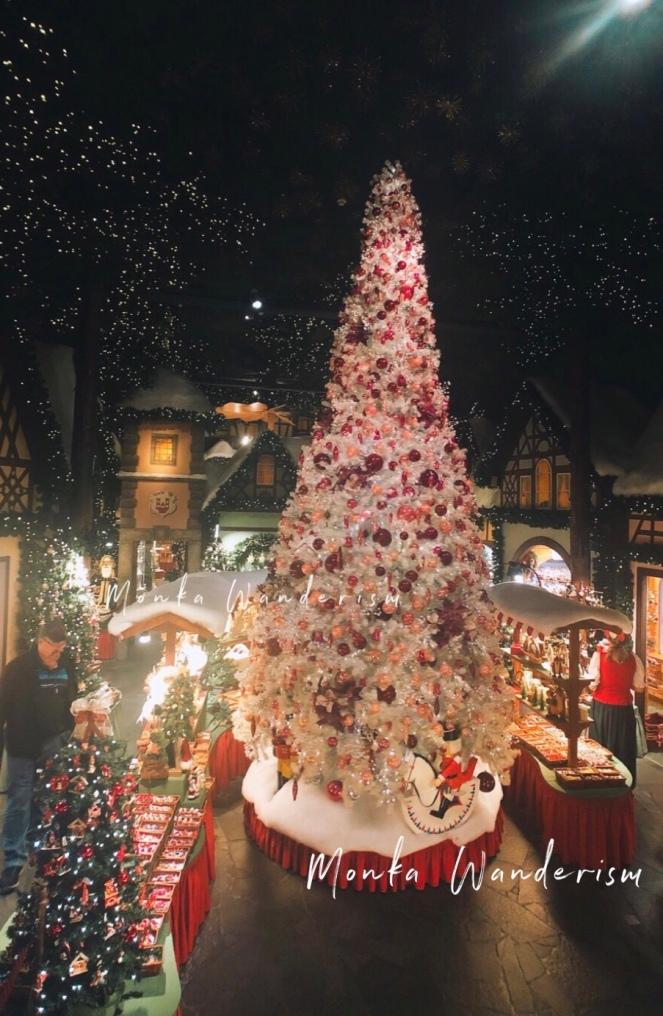 Käthe Wohlfahrt Christmas Museum 的大型聖誕樹!
